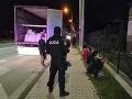 Polícia v Prešove zadržala nelegálnych migrantov: Na územie Slovenska sa dostali v kamióne