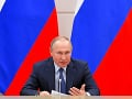 Som pripravený spolupracovať s akýmkoľvek potvrdeným prezidentom USA, odkázal Putin
