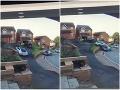 VIDEO neskutočnej smoly: Vodič nezvládol parkovanie, takmer stotisícové porsche nabralo dve autá
