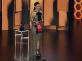 Christian Serratos sa predviedla v odvážnych šatách bez podprsenky.