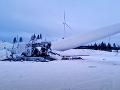 VIDEO Vo Švédsku sa zrútila 230-metrová veterná turbína