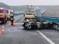 FOTO Dráma na R1 pri Nitre: BMW zhorelo do tla! Ťažko zranený muž bojuje o život