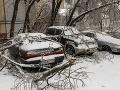 Silná búrka zanechala tisíce ľudí na východe Ruska bez elektriny