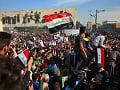 Stúpenci šiitského duchovného zaplavili ulice hlavného mesta Iraku