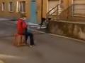 VIDEO Talianka, ktorej hral 81-ročný manžel na akordeóne pod oknom nemocnice, zomrela