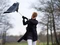 SHMÚ varuje pred silným vetrom: Upozorňuje tiež na smog v Jelšave a okolí