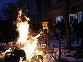 Francúzske protesty proti návrhu bezpečnostného zákona: Polícia zatkla takmer stovku ľudí