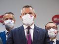 KORONAVÍRUS Smer i Hlas kritizujú plošné testovanie: Upozornili na vyťažených zdravotníkov