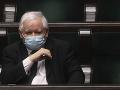 Poľský vicepremiér Jaroslaw Kaczyňski prežil v parlamente hlasovanie o nedôvere