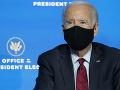 Biden vyzval verejnosť, aby dôverovala vakcíne proti KORONAVÍRUSU