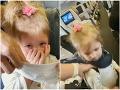 Manželov vyhodili z lietadla, lebo ich dvojročná dcéra odmietla rúško: Matka nedokázala potlačiť slzy