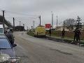 KORONAVÍRUS Rómsku osadu v Ratnovciach strážia policajti: Je v nej 30 percent pozitívne testovaných