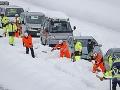 VIDEO Snehové peklo na diaľnici: Vodiči stoja v kolóne už tri dni! Dochádza im jedlo aj benzín