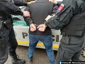 KORONAVÍRUS Neuveriteľné konanie opitého muža: Zámerne sa snažil infikovať policajtov