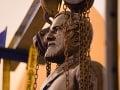 FOTO Bol symbolom rasistickej histórie: Z Kapitolu odstránili sochu konfederačného generála