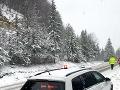 Sneženie komplikuje dopravu: Donovaly a Šturec pre nákladnú dopravu uzavreli