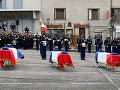 Francúzi si uctili troch policajtov, ktorých zastrelil páchateľ domáceho násilia