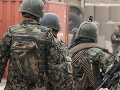 Džihádisti v Sýrii zaútočili na autobus s vojakmi, 30 zabili