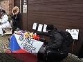 Ľudia protestovali pred Babišovým domom: VIDEO Zeman sa dá zaočkovať v januári