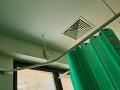 FOTO Podivný objav v nemocničnej izbe vydesil pacientku: Pozrela na strop a až ju zamrazilo