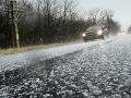 Vodiči, na cestách opatrne! SHMÚ upozorňuje na poľadovicu takmer na celom území Slovenska