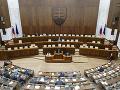 KORONAVÍRUS V utorok sa majú zísť poslanci v parlamente, aby odobrili predĺženie núdzového stavu