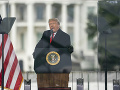 Trump vyhlásil kvôli inaugurácii núdzový stav, silnejú obavy z ďalšieho násilia