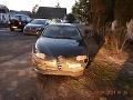 FOTO Muž v Lučenci sa musel zblázniť: Na úteku pred policajtmi poškodil autá aj plot pri dome