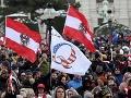 KORONAVÍRUS Vo Viedni protestovalo proti pandemickým opatreniam zhruba 10-tisíc ľudí