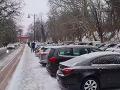 Lockdown po Slovensky: VIDEO Ľudia sa opäť húfne vybrali na Kolibu či Kamzík! Upozornenie polície