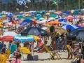 VIDEO Šokujúci pohľad na preplnené pláže: Epidemiológovia sú zhrození zo správania ľudí
