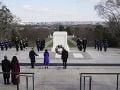 Biden a Harrisová si uctili padlých vojakov na Arlingtonskom cintoríne