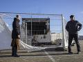 KORONAVÍRUS VIDEO Výtržníci v Holandsku podpálili testovacie miesto: Útočili na policajtov