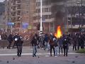 KORONAVÍRUS Protesty v Holandsku sprevádzali násilnosti: VIDEO Demonštranti podpálili testovacie miesto