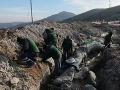 VIDEO Robotníci pri prácach na diaľnici neďaleko prírodnej pamiatky narazili na ohromujúci objav