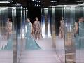 Zábery z módnej šou značky Fendi.