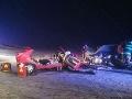 Vážna večerná nehoda na FOTO: Čelná zrážka dvoch áut! Zranilo sa šesť ľudí