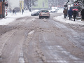 Vodiči, buďte ostražití: Na vlhkých a mokrých cestách sa môže tvoriť námraza a poľadovica