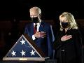 FOTO Biden vzdal hold policajtovi: Ten zomrel po januárovom útoku na Kapitol