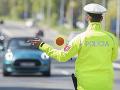 Polícia naďalej pokračuje v sprísnených kontrolách, sankcie sa nemenia