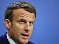 Macron vyjadril znepokojenie so sociálnymi sieťami za zablokovanie účtov Trumpa