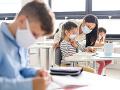 KORONAVÍRUS Vyučovanie vonku by mohlo znížiť riziko prenosu vírusu na školách, tvrdí Živica