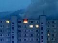 FOTO V Dolnom Kubíne horel byt: Hasiči z bytovky evakuovali 23 ľudí