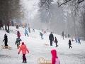FOTO Sneh pobláznil ľuďom hlavu: Zaplavili kopce v meste, totálna ignorácia opatrení
