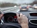 Dopravu na diaľnici D1 v Bratislave komplikuje pokazený kamión: Na úseku sa tvoria kolóny