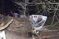 Hrozivé FOTO: Kamión s drevom dostal šmyk, vodič zo zničeného auta vyšiel bez zranení