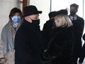 Zábery z poslednej rozlúčky s hercom Andym Hrycom.Vdova Veronika Hrycová príjma kondolencie.