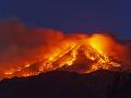 VIDEO Silný výbuch sopky Etna: Chrlila popol až do výšky 2-tisíc metrov, letisko je zatvorené