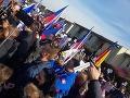 Protest pred domom českého ministra Hamáčka