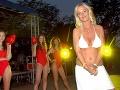 Zuzana Belohorcová v roku 2005 na párty v štýle Pobrežnej hliadky
